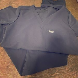 Figs scrubs XS top and bottoms